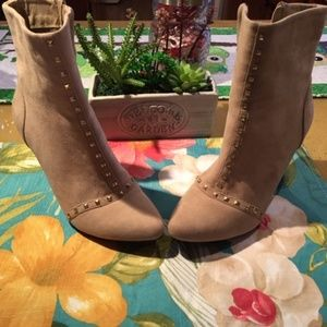 Kelly & Katie Tan Valentino Ankle Boots 8